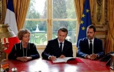 Макрон подписал трудовую реформу, против которой протестовали французы