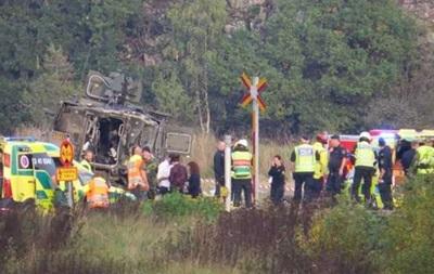 В Швеции пассажирский поезд врезался в броневик
