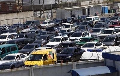 На Керченской переправе застряли две тысячи машин