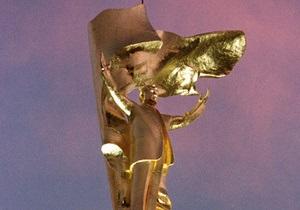 В Ашхабаде снесли знаменитую 12-метровую позолоченную статую Туркменбаши