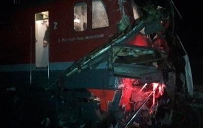 В РФ поезд протаранил автобус, погибли 19 человек