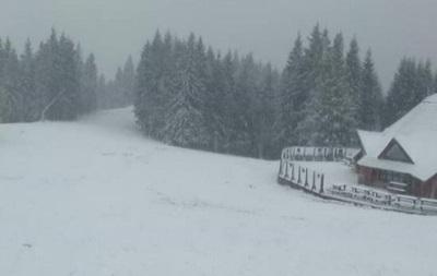 В Карпатах прошел первый настоящий снегопад