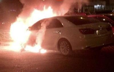 СМИ: В Киеве сожгли автомобиль МВД Украины