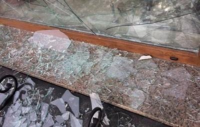 В Киеве женщина разбила дверь банка, чтобы погреться у батареи