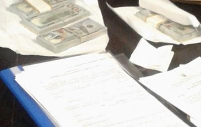 Впійманого на хабарі в $40 тисяч прокурору призначили заставу в $10 тисяч