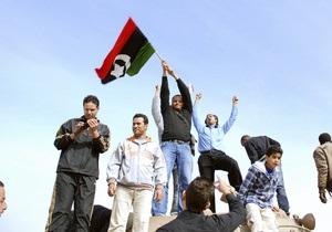 Противники Каддафи захватили еще один город