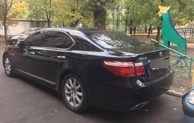 У Києві невідомі поранили в живіт водія Лексуса