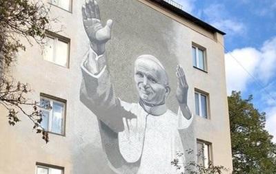 В Киеве осквернили мурал Иоанна Павла II