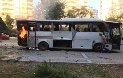 В Турции подорвали автобус с полицией: 12 раненых