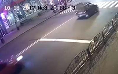 У Мережу виклали відео моменту ДТП у Харкові