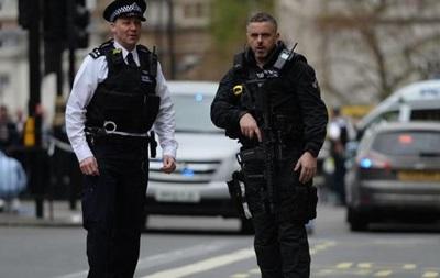 Полиция в Англии обезвредила захватившего заложников мужчину