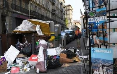 Марсель потонув у смітті через страйк робітників