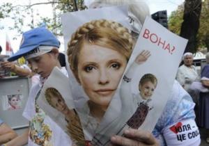 Защита Тимошенко просит отпустить ее из СИЗО, чтобы навестить больную мать