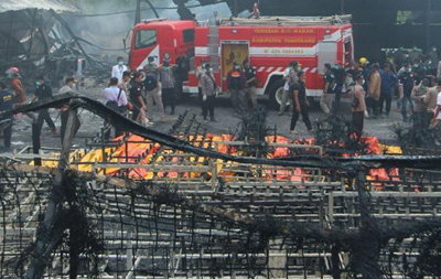 Взрыв на заводе фейерверков в Индонезии: 47 жертв