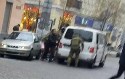 Активіст: Трьох людей Саакашвілі силою вислали до Грузії