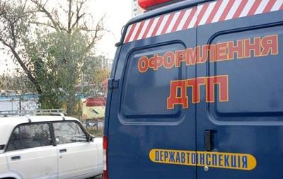 У Житомирській області під колесами вантажівки загинув водій мопеда