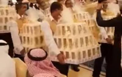На весіллі в Саудівській Аравії гостям дарували цукерки під виглядом iPhone