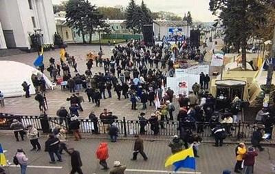 МВС: На віче біля Ради зібралися 400 осіб