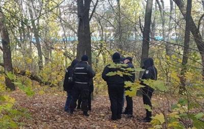 В парке Киева нашли повешенным мужчину