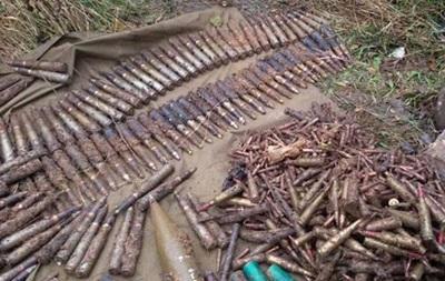 У зоні АТО виявили схованку із сотнями снарядів