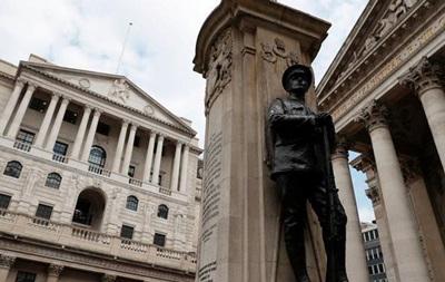 Банк Англии впервые за десять лет поднял базовую ставку