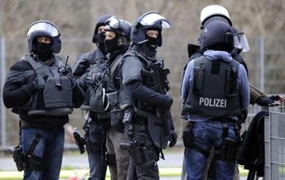 Спецназ Німеччини знешкодив чоловіка, який захопив у заручники чиновницю