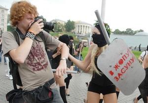 Фотогалерея: Спецназ на каблуках. FEMEN встал на защиту свободы слова
