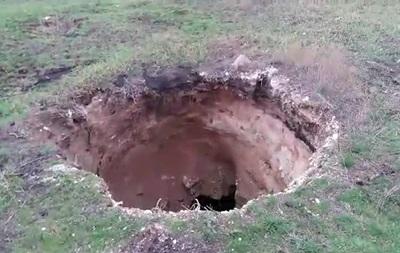 В Донецкой области нашли 15-метровый провал