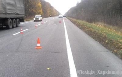У Харківській області пішохід потрапив під колеса двох авто