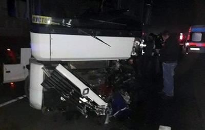 В Харькове столкнулись грузовик и легковушка, погиб водитель