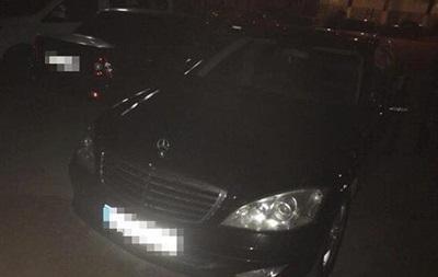 У Запоріжжі затримали азербайджанців із гранатами на викраденому авто