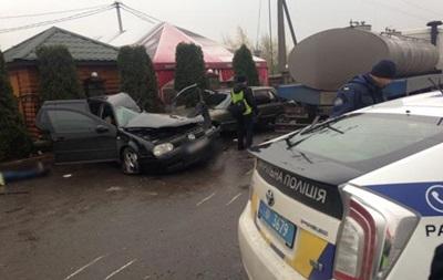 У Рівненській області зіткнулися п ять авто, є жертви