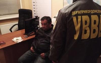 Іноземець намагався за хабар вивезти дитину з України