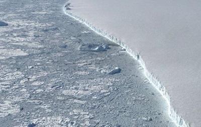 NASA показало аерознімки гігантського айсберга Антарктиди