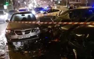 5 авто столкнулись вКиеве: пострадала беременная