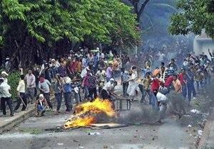 В Бангладеш рабочие трехсот швейных фабрик объявили забастовку