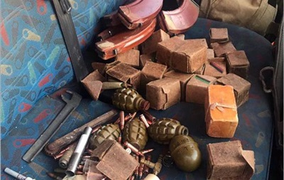 У Бахмуті виявили машину з гранатами і вибухівкою