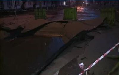 У Києві бульвар Верховної Ради залило окропом