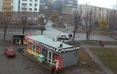 В Киеве на глазах у прохожих похитили женщину – СМИ