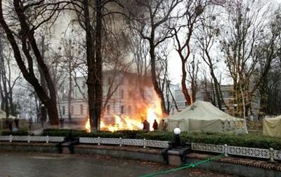 Под Радой сгорела палатка протестующих