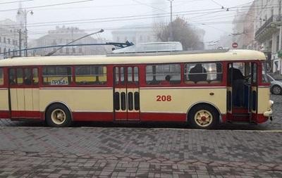 У Чернівцях на маршрут вийшов тролейбус-раритет