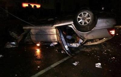 У Львівській області авто врізалося у стовп, постраждали три людини