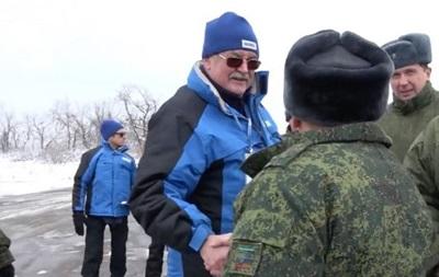 Российский представитель ОБСЕ отдал честь сепаратисту