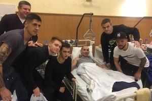 Гравці Динамо відвідали поранених воїнів АТО