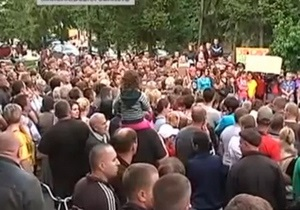 Врадиевка - изнасилование - Жители Врадиевки отправились пешим ходом в Киев требовать отставки Захарченко