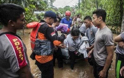 На остров Ява обрушилась буря, 19 людей погибли