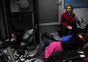 СМИ: В аэропорту Борисполь группу пассажиров закрыли в здании на 12 часов