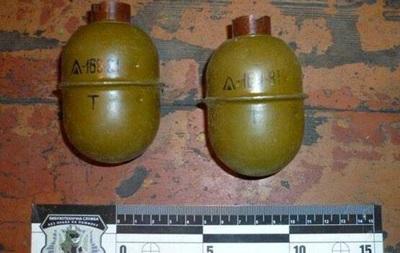 Поліція забрала у жителя Донецької області дві гранати і 400 патронів