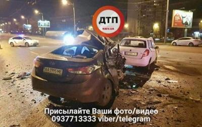 У Києві біля мосту Патона зіткнулися два авто, є загиблий