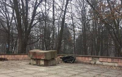 У Львові пошкодили пам ятник комуністу Великановичу